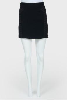 Черная мини-юбка в обтяжку