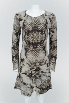Кашемировое платье со змеиным принтом