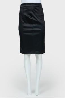 Черная юбка-карандаш с высокой талией