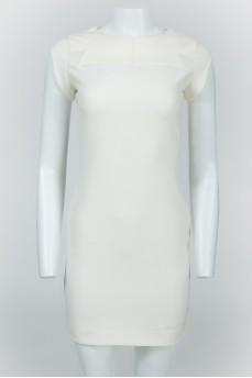 Молочное платье с кожаной отделкой
