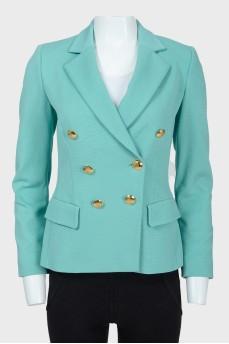 Бирюзовый пиджак с золотистыми пуговицами