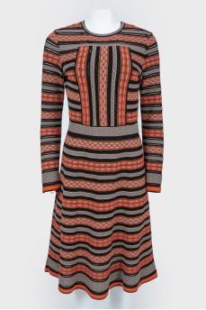 Разноцветное вискозное платье приталенное с узором