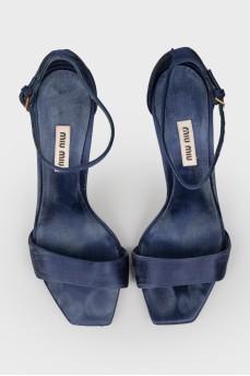 Темно-синие туфли на шпильке со стразами
