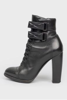 Черные кожаные ботинки на шнуровке и липучках