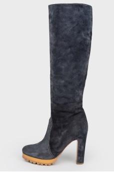 Темно-синие замшевые сапоги на каблуке