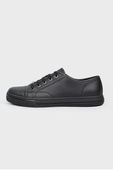 Черные кожаные кеды на шнуровке