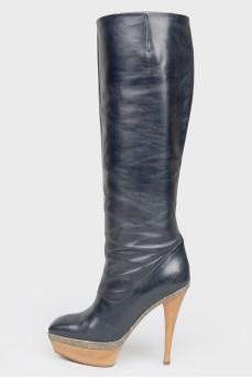 Темно-синие кожаные сапоги на деревянном каблуке
