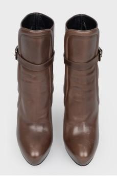Кожаные коричневые ботинки с ремешком