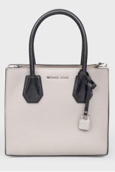 Серая кожаная сумка с белыми вставками
