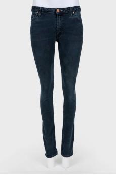 Темно-синие зауженные джинсы средней посадки