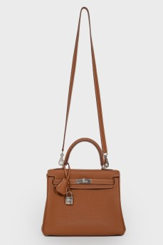 Kelly 25 Bag в коже Clemence карамельного цвета